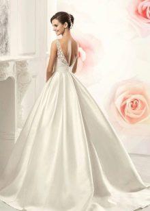 Свадебное атласное платье а-силуэта