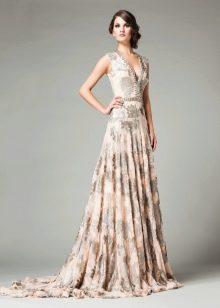 Бежевое платье вечернее с цветочным принтом