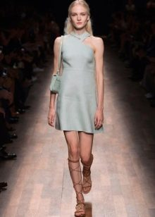 Вечернее платье от Valentino короткое