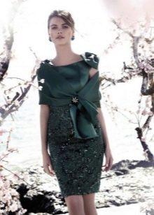 Вечернее платье для зрелых от Carla Ruiz зеленое
