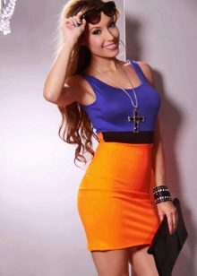 Фиолетово-оранжевый цвет платья