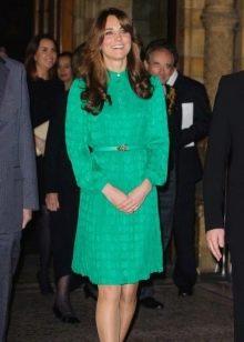 Кейт Миддлтон в скромном изумрудном платье