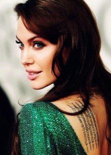 Анджелина Джоли в изумрудном платье