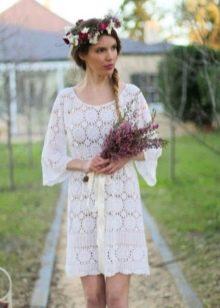 Вязанное свадебное платье из элементов с открытой спиной