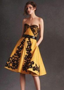 Желтое платье с кружевом вечернее
