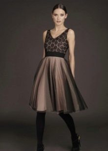 Вечернее платье с гипюровым верхом короткое
