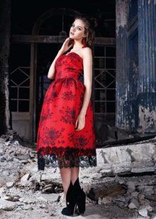 Красное вечернее платье миди с кружевом