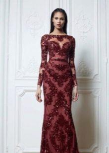 Платье-футляр бордовое с кружевом