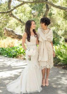 Нарядное вечернее платье для мамы невесты