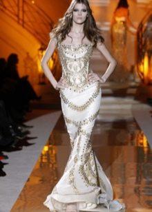Вечернее платье русалка, украшенное камнями
