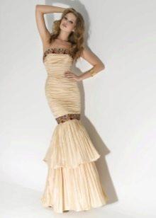 Вечернее платье русалка с открытыми плечами
