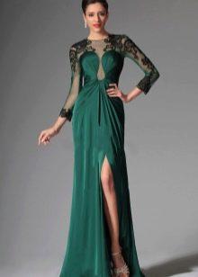 Зеленое платье с ажурными рукавами