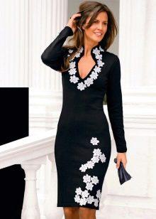 Вечернее платье для зрелых женщин с рукавами