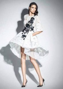 Короткое вечернее платье с рукавами от Зухаира Мурада