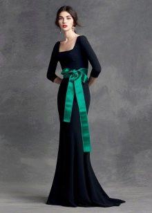 Вечернее платье в пол с узким рукавом