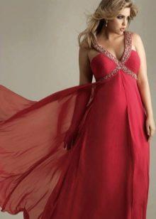 Вечернее платье в греческом стиле с широкими плечами