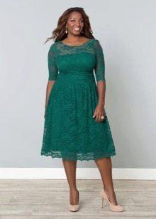Вечернее зеленое платье для полных короткое кружевное