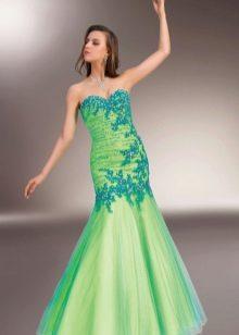 Зеленое красивое вечернее платье