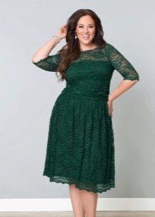 Темно-зеленое платье для полных