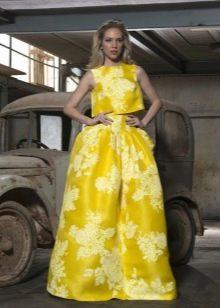 Вечерний желтый костюм с топом и юбкой