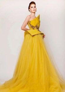 Пышное вечернее платье желтое из шифона