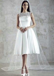 Короткое пышное атласное свадебное платье