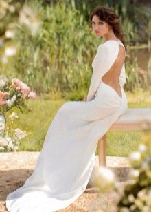 Свадебное платье с открытой спиной из атласа
