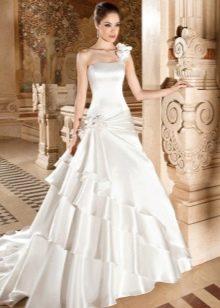 Атласное платье свадебное со шлейфом