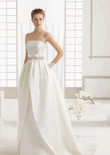 Свадебное платье из атласа а-силуэта