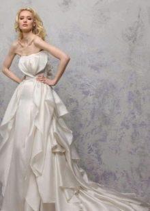 свадебное атласное платье с воланами
