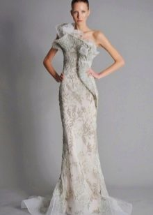 Вечернее платье белого оттенка