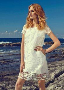 Короткое кружевное вечернее платье белое