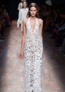 Белое кружевное платье от Валентино