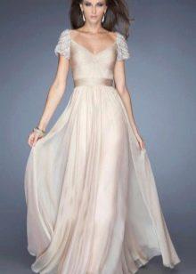 Вечернее платье кремового цвета