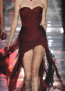 Вечернее бордовое платье с драпировкой
