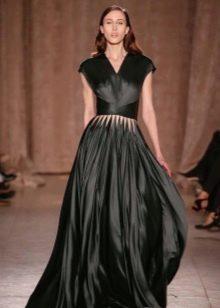 Черное закрытое атласное платье