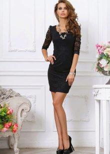 Короткое черное вечернее платье с рукавом