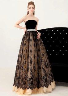 Черное кружево вечернего платья в сочетании с контрастной подложкой