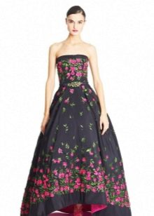 Вечернее платье черное с разовыми цветами