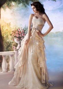 Свадебное платье с воланами пастельного цвета