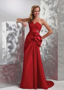 Прямое красное свадебное платье