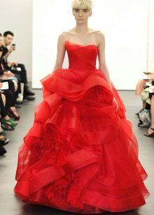 Ярко-красное свадебное платье