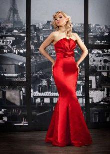 Красное атласное свадебное платье