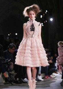 Вечернее платье от Alexander Mcqueen розовое