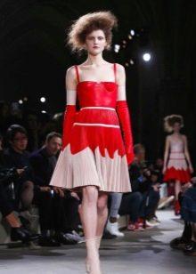 Вечернее платье от Alexander Mcqueen бело-красное