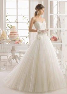 Свадебное платье А-силуэта из шифона