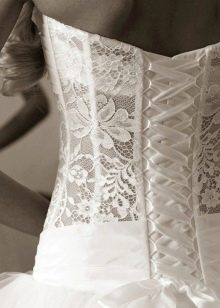 Свадебное платье с закрытым корсетом