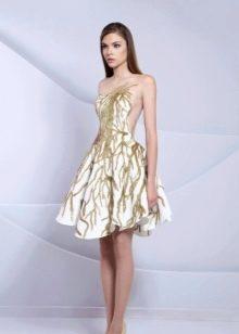 Открытое пышное вечернее платье