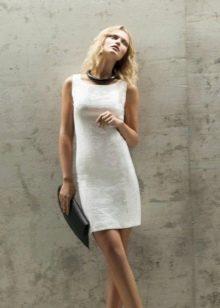 Белое вечернее платье футляр