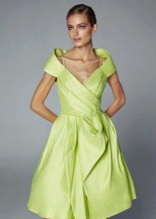 Вечернее короткое зеленое платье с жесткой юбкой